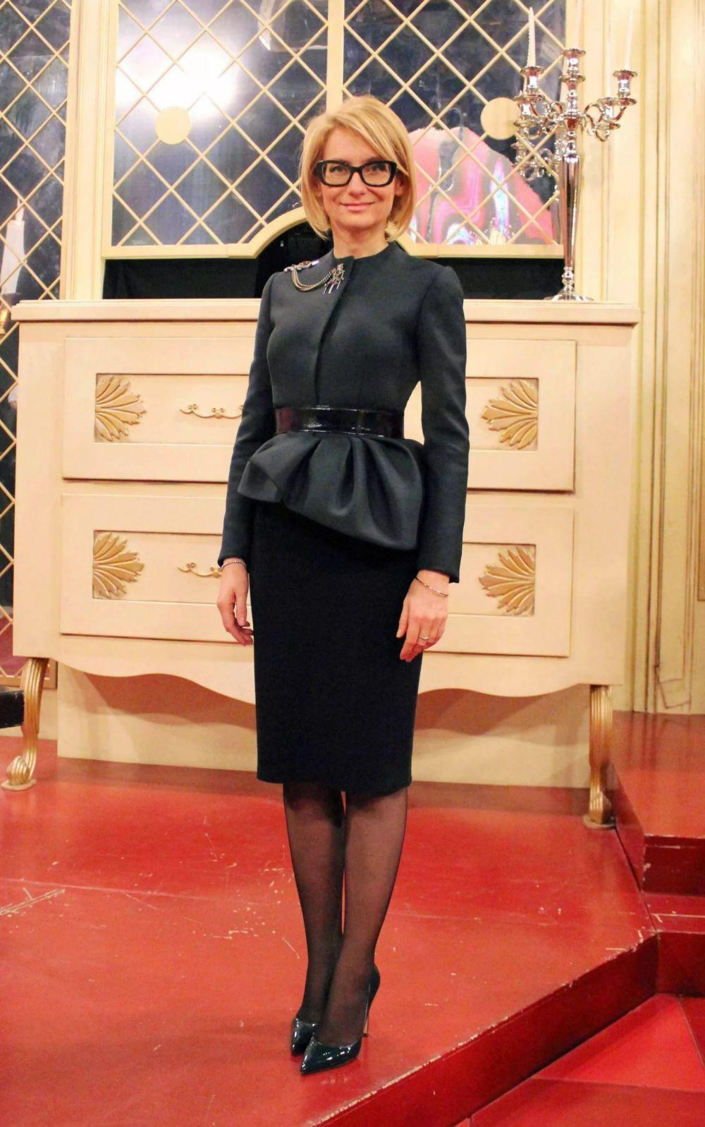 черная юбка прямая под блузку черную с поясом