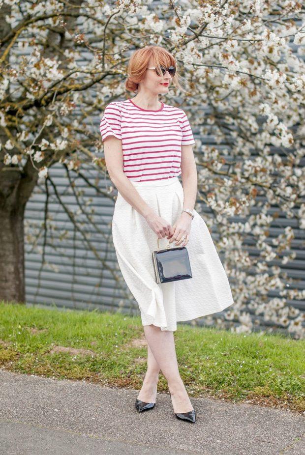 белая пышная юбка под футболку полосатую