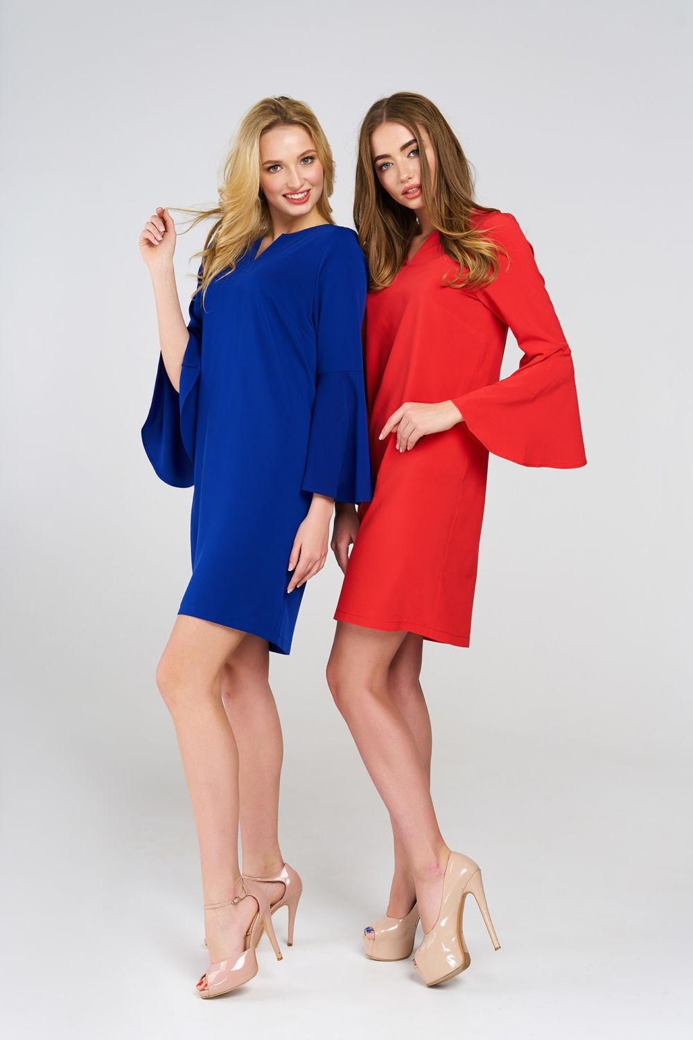 платья синее красное рукава колокола