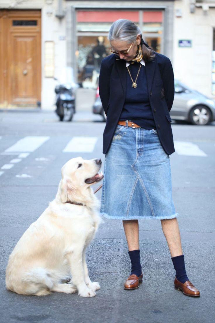 джинсовая юбка по колено под черную футболку с жакетом