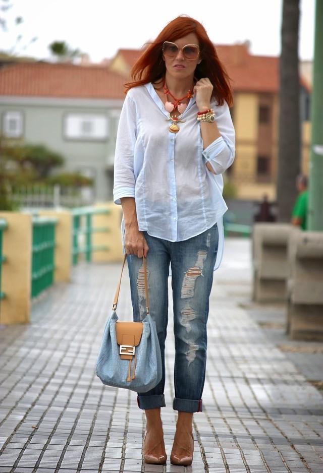 джинсы синие короткие под голубую рубашку