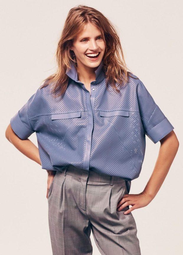 серые брюки под синюю рубашку