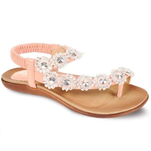 розовые сандалии с цветочным декором