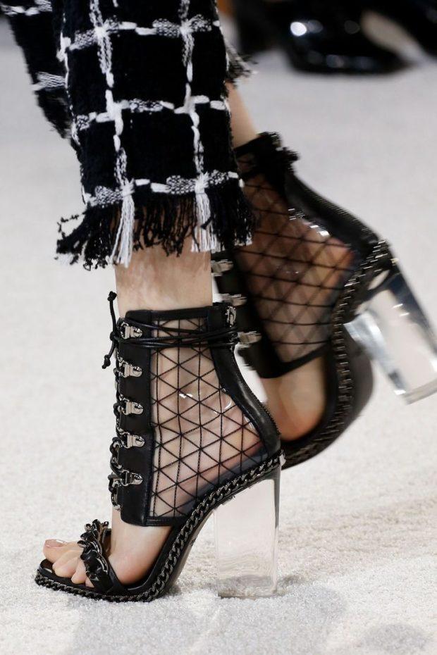 черные босоножки на прозрачном каблуке
