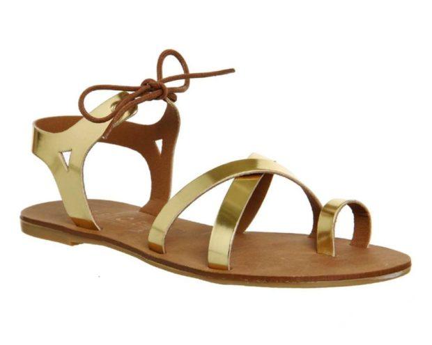 золотистые сандалии на низком ходу