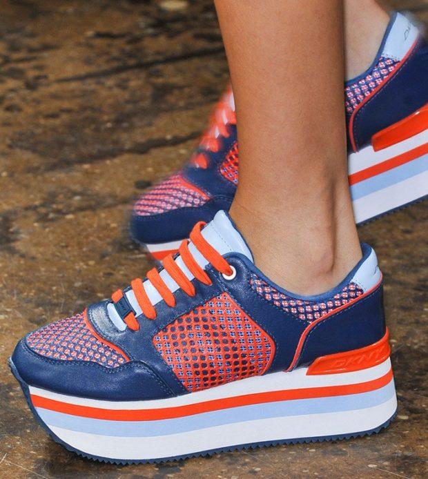 кроссовки синие с оранжевым на толстой подошве