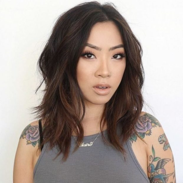 модные стрижки 2018 2019 женские: каскад на среднюю длину волос без челки