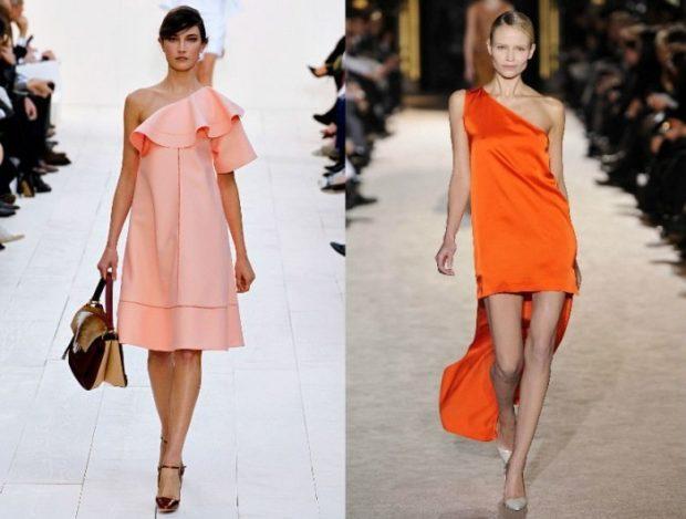 Модные тенденции весна 2021: платье персиковое открытое плечо оранжевое со шлейфом