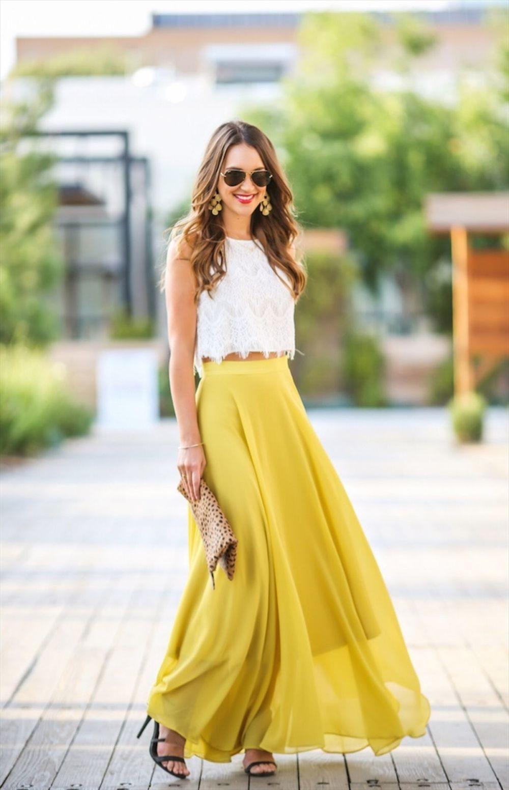 белый топ под желтую длинную юбку