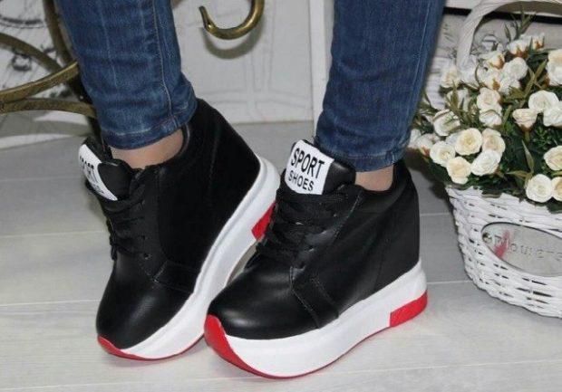черные кроссовки на белой толстой подошве