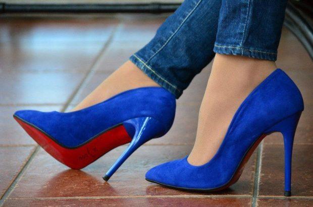 синие туфли лодочки на шпильке замша
