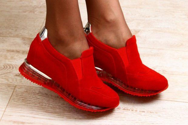 красные кроссовки замша