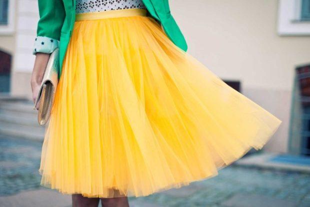 желтая юбка-пачка по колено