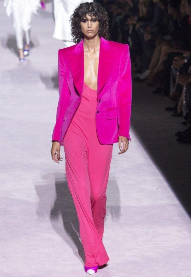 малиновый пиджак под розовый комбинезон