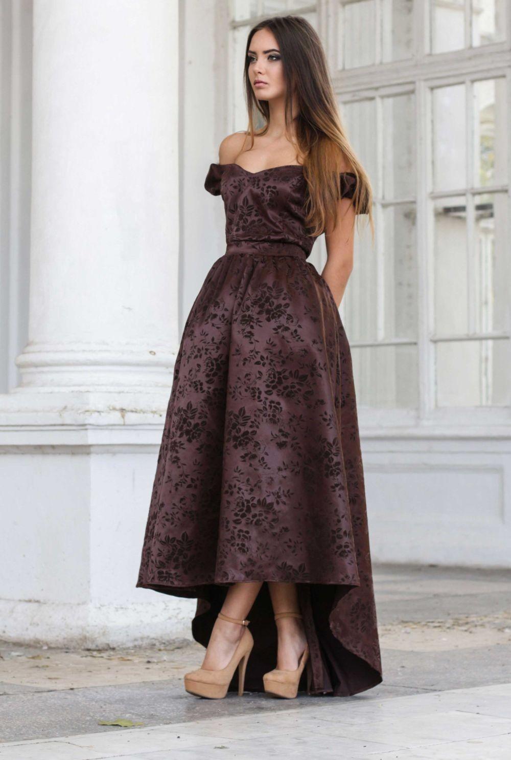 платье шоколадное асимметрия с открытыми плечами