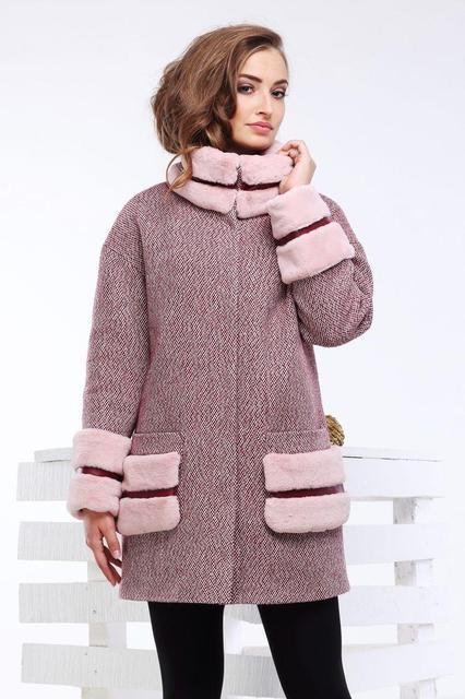 короткое серое пальто с накладными элементами