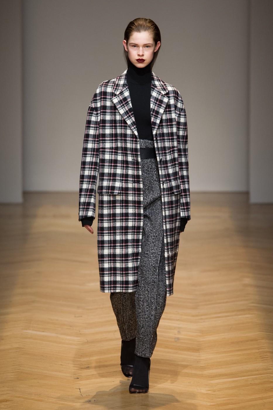 клетчатое пальто в мужском стиле