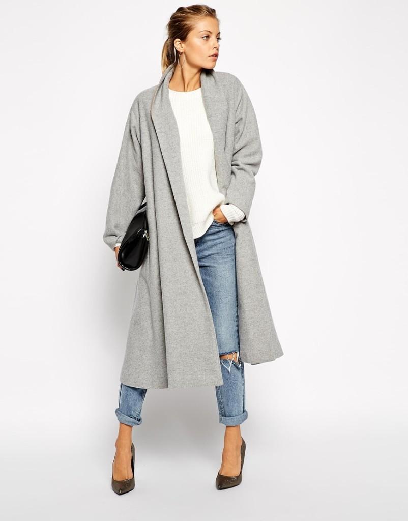 серое расклешенное пальто