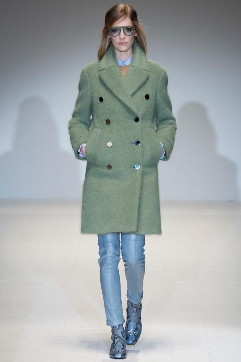серо-зеленое двубортное пальто