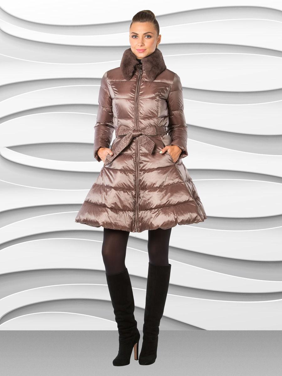бежевое расклешенное пальто на синтепоне