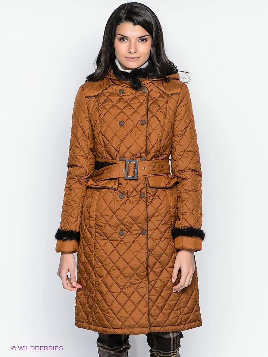 горчичное стеганное пальто с поясом