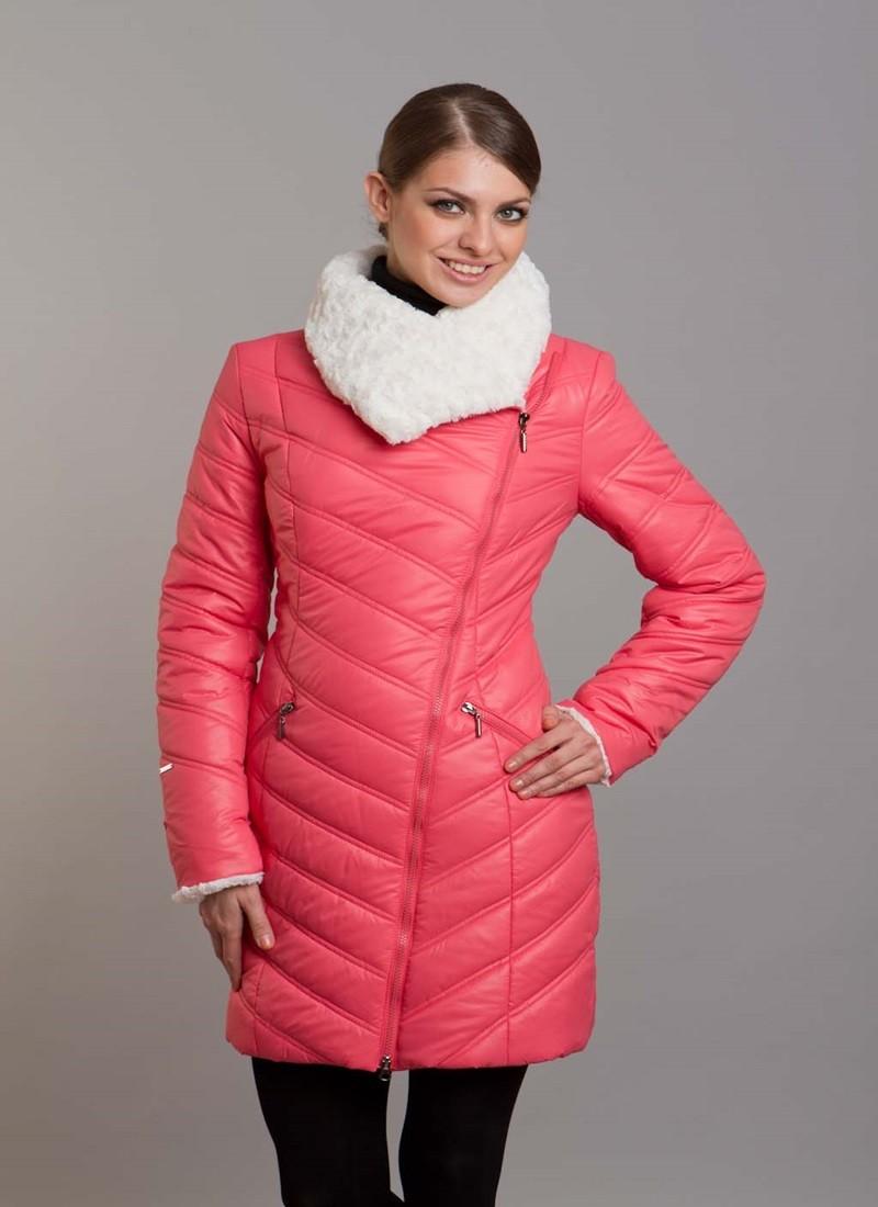 болоньевое пальто кораллового цвета с белым воротником