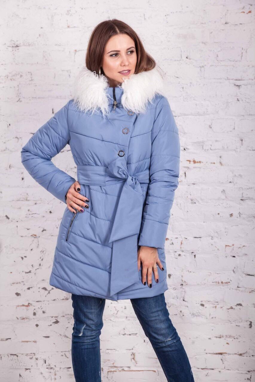 голубая куртка пальто с белым меховым воротником