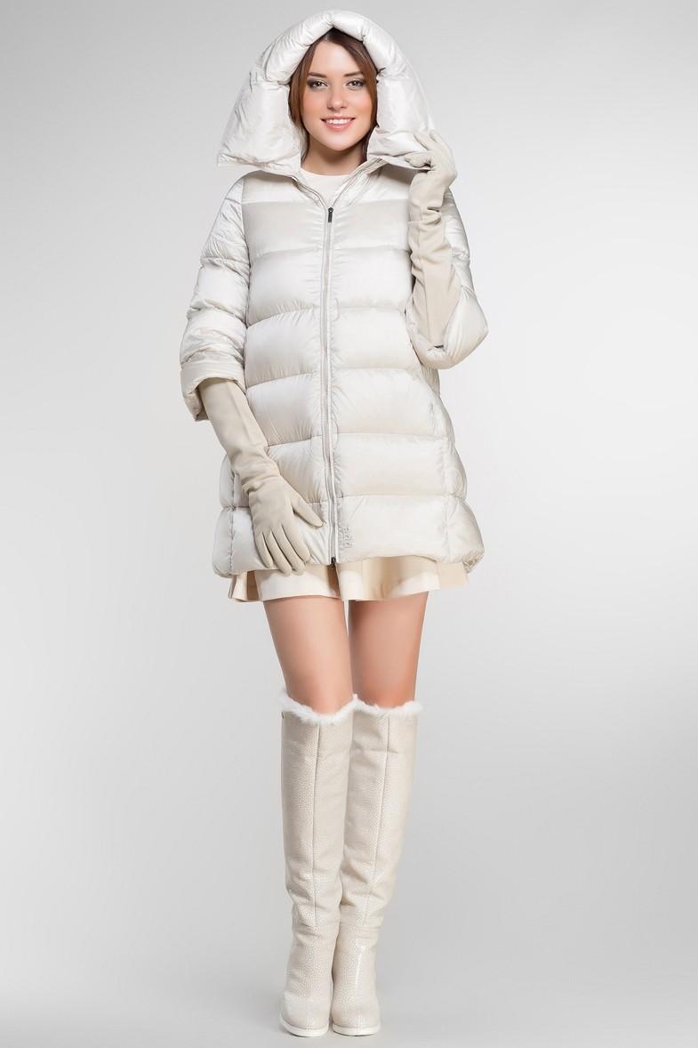 белая стеганная куртка пальто