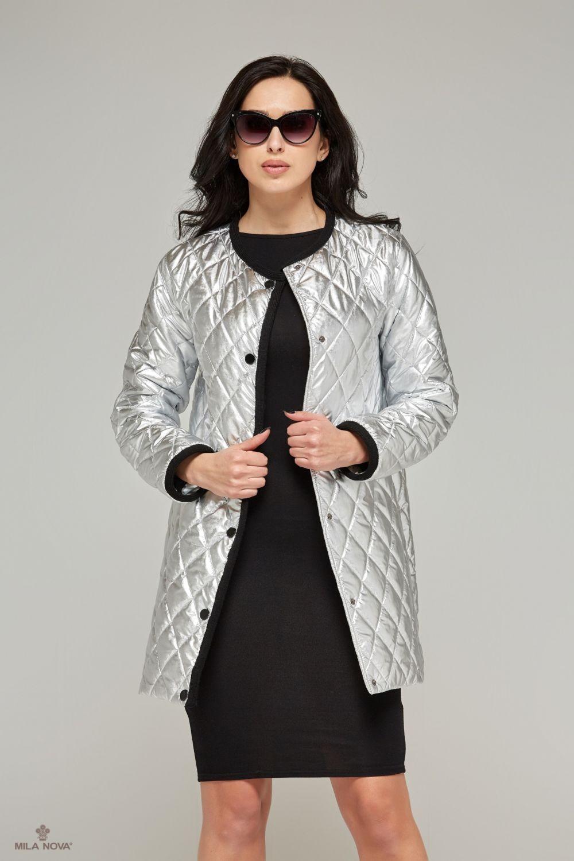 серебристая стеганная куртка пальто