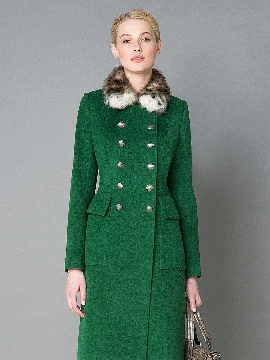 зеленое пальто с меховым воротником
