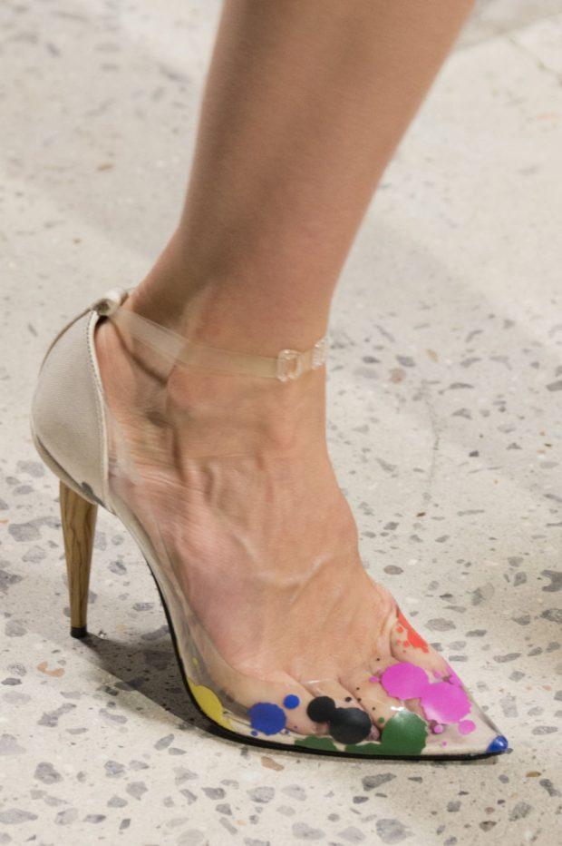 бежевые туфли с цветочным рисунком