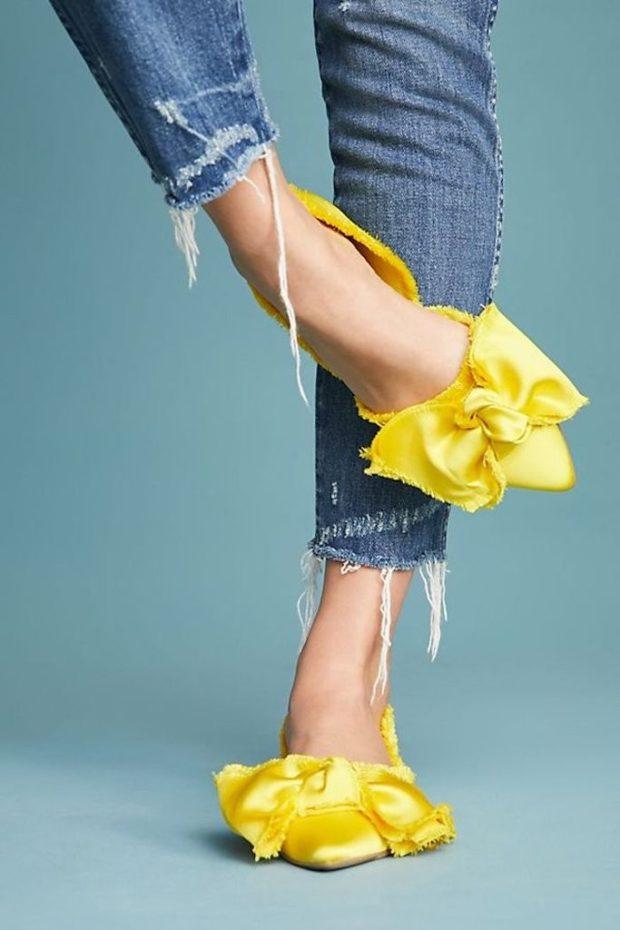 желтые туфли с бантами