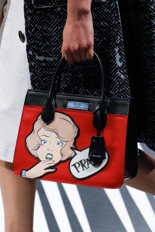 красная сумка с рисунком