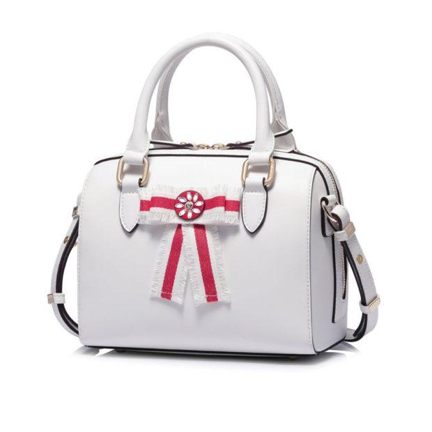 белая сумка с красными вставками