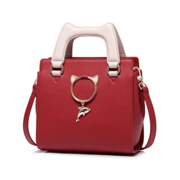красная сумка с металлическим декором