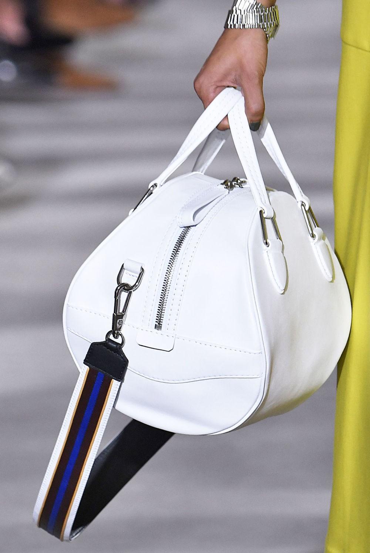 белая объемная сумка