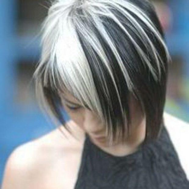 темные волосы с белыми прядями