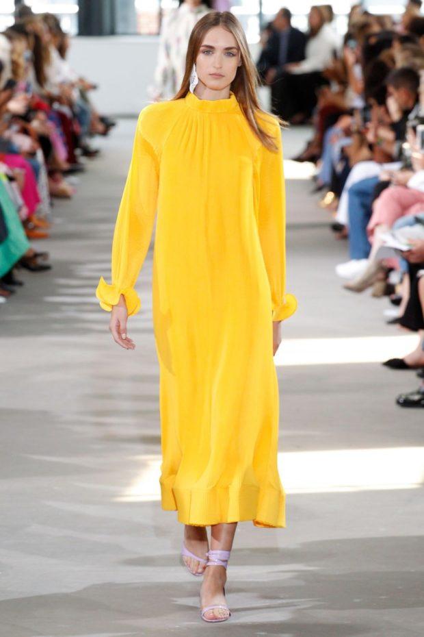 Модные цвета весна лето 2019: длинное желтое платье
