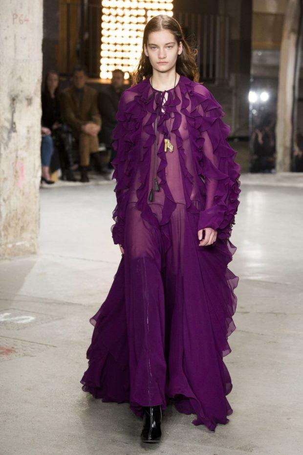 Модные цвета весна лето: длинное фиолетовое платье из легкой ткани