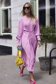 Модные цвета весна лето 2019: длинное платье светло-фиолетового