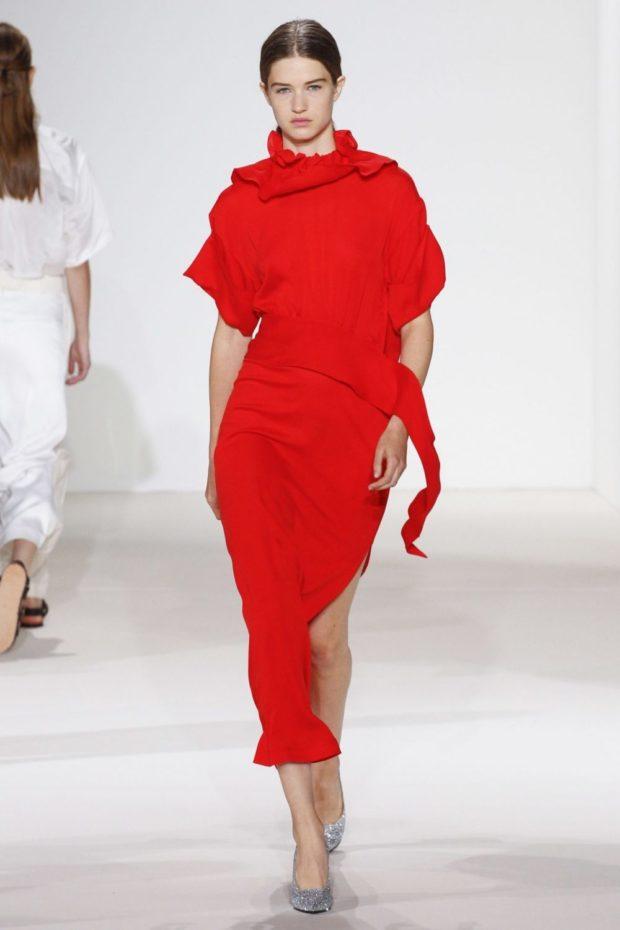 Модные цвета весна лето 2019: асимметричное платье красного