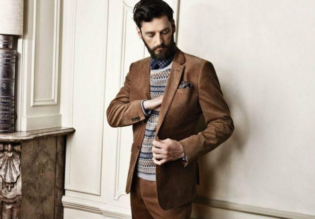 коричневый пиджак с коричневыми брюками