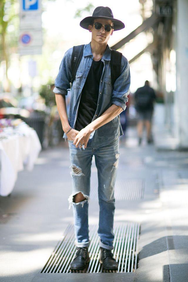 шапка, джинсовая куртка и джинсовые штаны драные