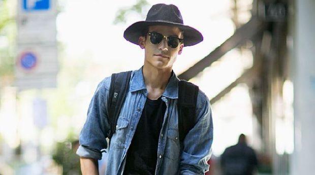 шляпа,черная футболка, джинсовая куртка