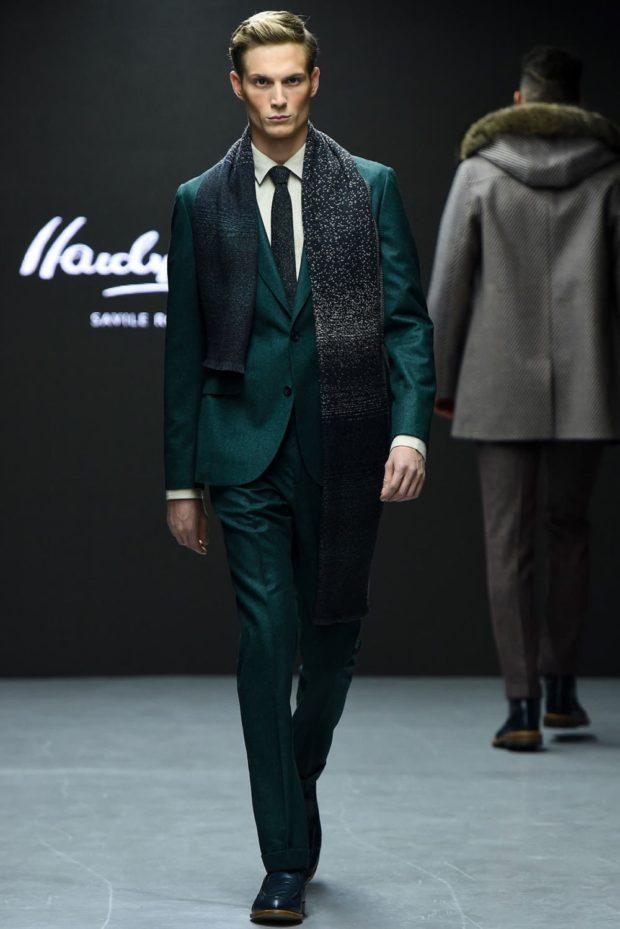 классический костюм зеленого цвета