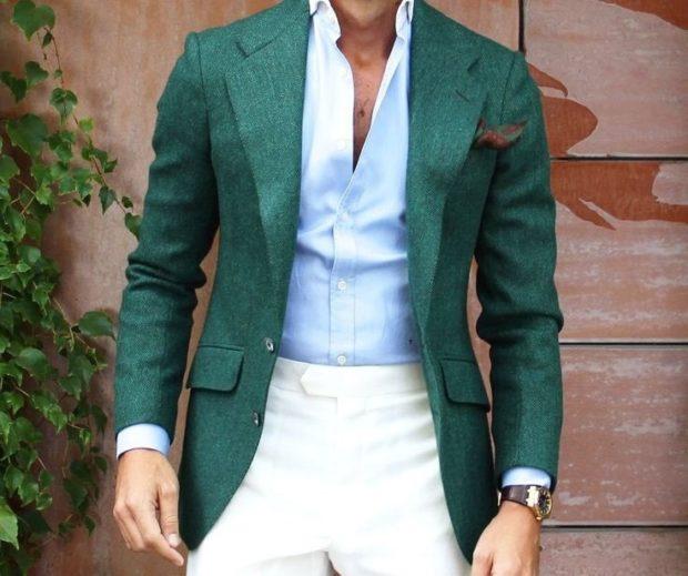 белые брюки и зеленый пиджак