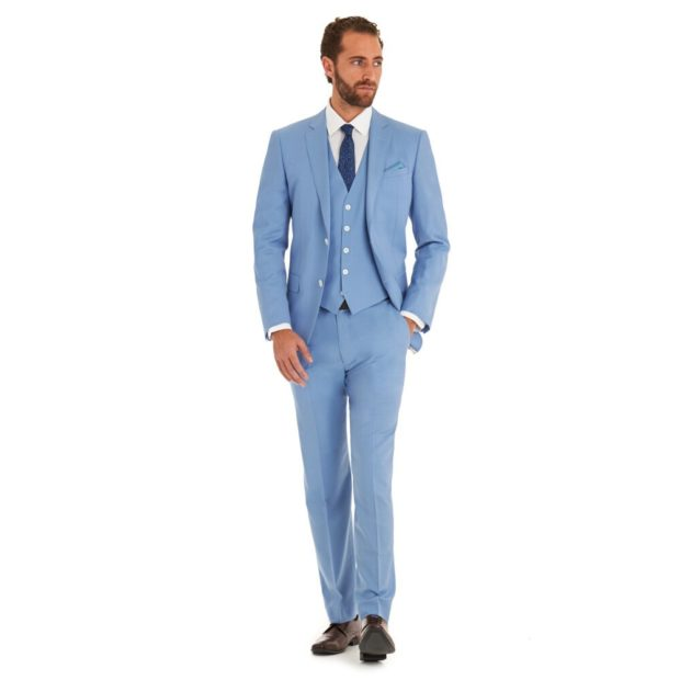 классический костюм голубого цвета