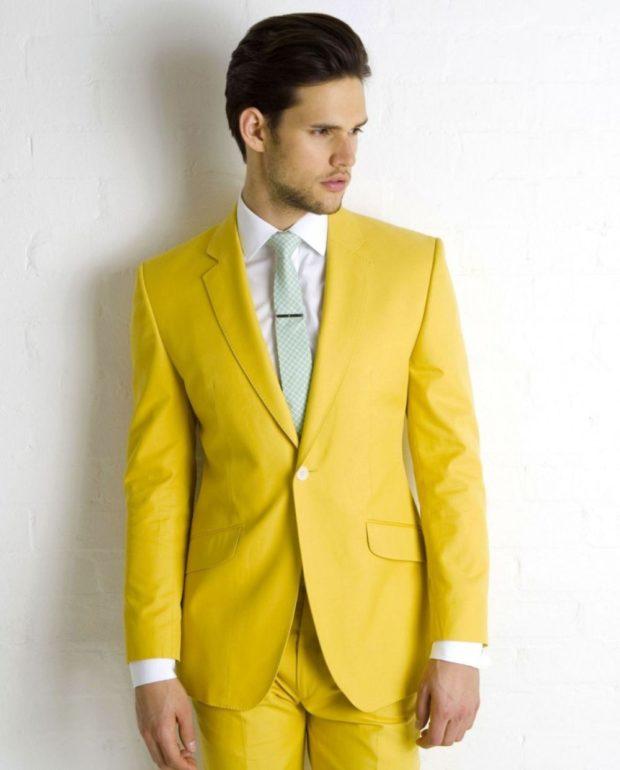 костюм желтого цвета