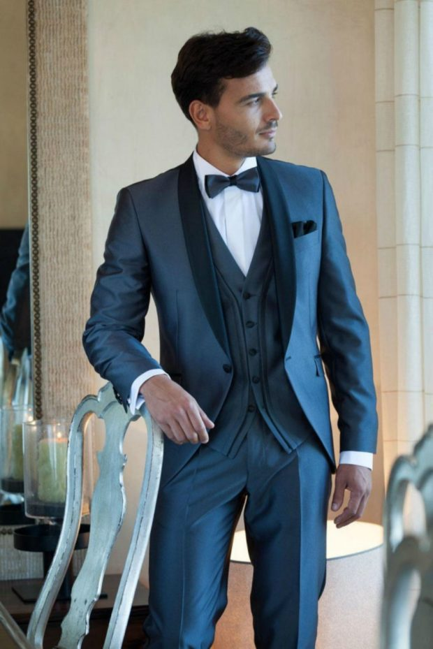 классический костюм синего цвета