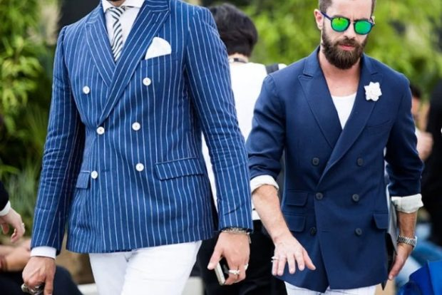 пиджак синего цвета в полоску с пуговицами